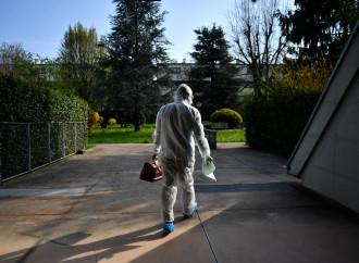 Cure a casa nel caos, gli errori di Conte e le liti tra medici