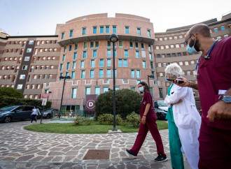 «Ospedali affollati, ma più della metà va curato a casa»