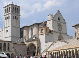 Il raduno mondialista che profana la Basilica di Assisi