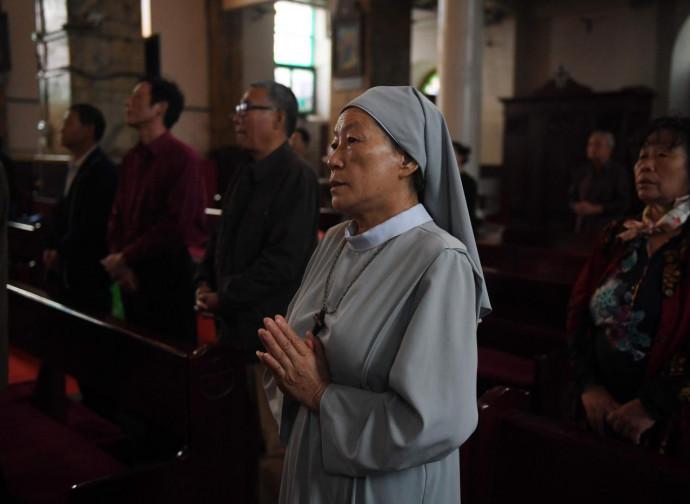 Cina, fedeli in preghiera