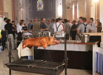 Il maialino arrosto in chiesa e le segnalazioni dei lettori