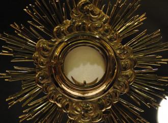 Jesús en la Eucaristía, igual que hace dos mil años en la Cruz