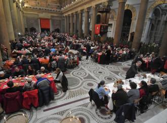 Il banchetto è in chiesa, com'è retrò la Messa di Natale