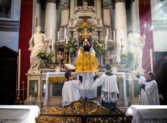 Misa en latín, el apretón del Papa: se acercan las protestas