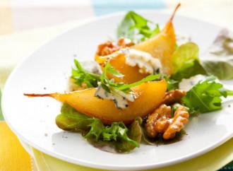 Ensalada de peras asadas con miel y gorgonzola