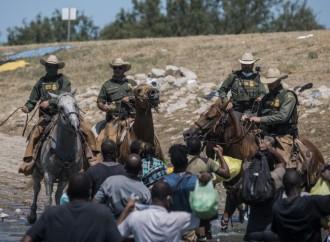 Azotes en la frontera, la acogida del católico Biden