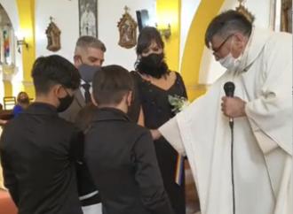 Un trans en la iglesia para casarse; la ambigüedad del obispo